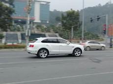 Xe nhà giàu Bentley Bentayga lăn bánh tại Lào Cai
