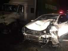 Hà Nội: Honda City do nữ lái lấn sang làn đường ngược chiều đối đầu với xe container