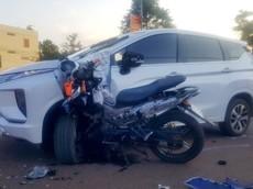 Đắk Nông: Xe Yamaha Exciter cắm chặt vào Mitsubishi Xpander sau tai nạn, một người nguy kịch