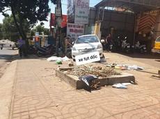 Đắk Nông: Nữ tài xế quên kéo phanh tay, ô tô Toyota Vios trôi tự do, tông tử vong người đi xe máy