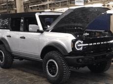 """SUV việt dã Ford Bronco 2021 """"hiện nguyên hình"""" với thiết kế cổ điển, cạnh tranh Jeep Wrangler"""