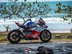 """Chiêm ngưỡng Ducati Panigale V4 tạo dáng cực """"Sexy"""" bên bãi biển cùng bộ tem đấu Pramac"""