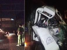 Hai xe tải va chạm với nhau tại huyện Bình Chánh, 2 người tử vong trong cabin