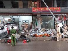 Hà Nam: Honda CR-V lật ngửa bụng, 4 người bị thương