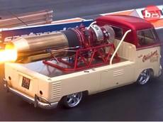 """Chứng kiến khả năng """"khạc lửa"""" của chiếc Volkswagen Bus 1958 với động cơ phản lực Rolls-Royce 5.000 mã lực"""