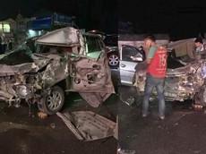 Hà Nam: Toyota Innova nát bét sau va chạm với xe tải, một người nguy kịch