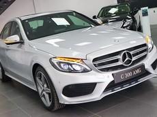 Đại lý thanh lý loạt xe Mercedes-Benz đời cũ, có chiếc rẻ hơn tới 400 triệu đồng