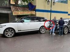 Hà Nội: Va chạm giữa xe Range Rover và Honda CR-V khiến dân mạng tò mò vào chi tiết này
