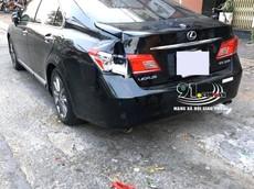 Video: Cửa thùng hàng của xe tải đập vào đuôi xe Lexus ES350 ở Cần Thơ khiến chiếc xe sang hỏng nặng