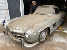 Chiếc Mercedes-Benz 300 SL Roadster bị bỏ rơi suốt 40 năm được rao bán với giá hơn 25 tỷ đồng