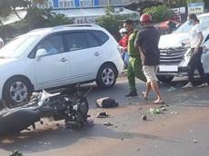 Đắk Lắk: Xe máy tông trực diện vào ô tô 7 chỗ, một người nguy kịch