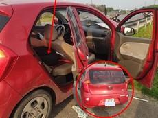 """Thái Bình: Kia Morning Van """"nát bét"""" đầu xe sau khi tông vào dải phân cách, hàng ghế sau mới là điểm gây chú ý"""