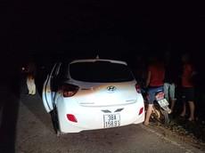 Video quay khoảnh khắc tài xế lái Hyundai Grand i10 hất CSGT lên nắp ca-pô rồi bỏ chạy 3 km tại Hà Tĩnh
