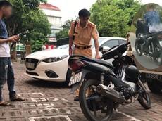 Video: Thanh niên điều khiển xe máy bằng chân, tay thì bấm điện thoại ở Thái Nguyên