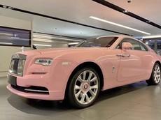 Chiếc Rolls-Royce Wraith màu hồng từ trong ra ngoài này được dân Việt rất quan tâm