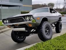 """Với 675 triệu đồng, bạn có thể rước về chiếc Dodge Challenger 4x4 1972 biết off-road """"vô đối"""" này"""