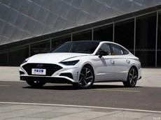 """Sedan cỡ trung Hyundai Sonata có thêm phiên bản kéo dài LWB với giá """"mềm"""""""