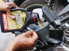Xe chạy bao nhiêu km thì thay nhớt sẽ tốt nhất cho động cơ?