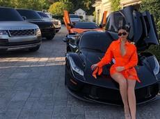 Bộ sưu tập siêu xe cực khủng của Kylie Jenner, người mới bị Forbes tước danh hiệu tỷ phú