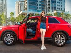 Á hậu Dương Tú Anh khoe dáng thể thao bên Audi Q3 2020