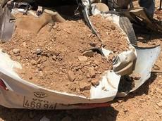 Thanh Hóa: Xe ben chở đất lật ngang đè bẹp xe ô tô con, 4 người thương vong