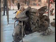 Đau đớn nhìn 2 chiếc mô tô đua tiền tỷ cháy rụi trong đường Pit