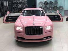 """Rolls-Royce Wraith màu hồng """"bánh bèo"""" đầu tiên ở Việt Nam ra lò"""