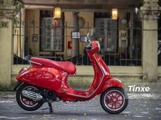 Ngắm nhìn vẻ đẹp của Vespa Primavera RED giữa mùa hè bỏng cháy