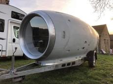 Mất 6 năm và 1.000 giờ lao động để biến buồng động cơ máy bay này thành một xe cắm trại tiện nghi