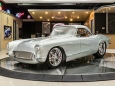 Mất tới 10.000 giờ lao động để phục chế chiếc Chevrolet Corvette 1962 đẹp long lanh này