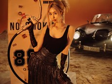 """Nữ ca sĩ MIN khoe vẻ đẹp cá tính bên """"hàng hiếm"""" Porsche 356A Speedster"""