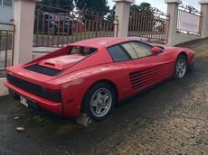 Siêu xe Ferrari Testarossa bị chủ nhân bỏ rơi, nằm dầm sương dãi nắng suốt 17 năm