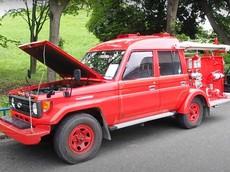 Ở Nhật Bản, Toyota Land Cruiser còn được sử làm xe cứu hỏa như thế này