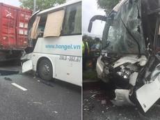 Bắc Ninh: Nghi do ngủ gật, tài xế khiến chiếc xe chở công nhân đâm vào đuôi container đỗ bên đường