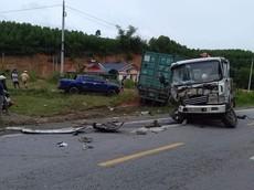 Video: Xe container tông đuôi ô tô khách, gây tai nạn liên hoàn tại Thanh Hóa