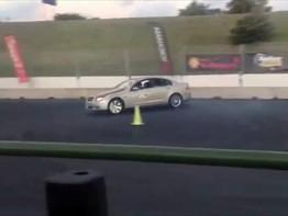Tài xế drift xe chỉ với 1 tay