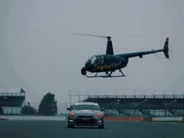Lái Nissan GT-R chỉ bằng chiếc máy điều khiển từ xa