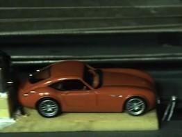 Sẽ thế nào nếu ô tô đồ chơi va chạm ở vận tốc 200 km/h?