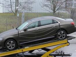 """Mercedes-Benz E-Class LWB bất ngờ """"lộ diện"""" tại Đức"""
