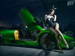 Chân dài Tôn Minh Lộ khoe đường cong nóng bỏng bên Lamborghini Murcielago LP640-4