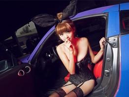 Ngắm nhìn người mẫu gợi cảm trong trang phục thỏ ngọc bên chiếc Nissan 350Z