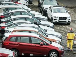"""Hơn 100 ô tô BMW """"nằm"""" phơi nắng tại cảng Sài Gòn"""
