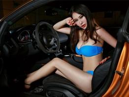 Người mẫu Phạm Nghệ Như với vòng 1 tròn đầy tạo dáng gợi cảm bên Audi R8