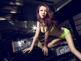 """Cao Mộng Dao - """"Nữ thần DJ"""" tạo dáng cực cá tính bên chiếc Range Rover Evoque"""