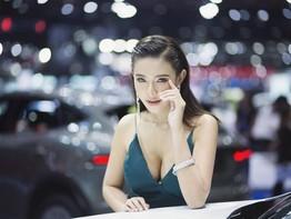 """Phát cuồng với dàn người mẫu """"bốc lửa"""" tại triển lãm xe Bangkok 2018"""