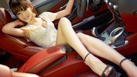 """Người đẹp Lưu Nhã Hàm tạo dáng nuột nà bên """"dã thú"""" BMW M6 độ"""