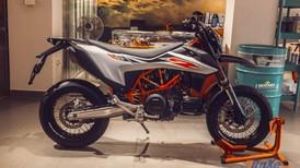 Đánh giá nhanh Supermoto KTM 690 SMC R 2019 chính thức về Việt Nam với giá 590 triệu đồng