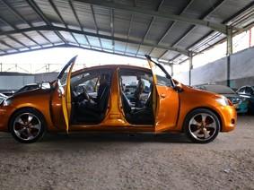 Choáng với chiếc Toyota Vios 2 đầu tự chế của cụ ông 71 tuổi