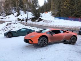 """Xem các dân chơi """"phá"""" bộ 3 siêu xe tại một ngọn đồi phủ đầy tuyết ở Ý"""