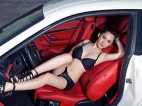 Rửa mắt cuối tuần với người đẹp nuột nà bên chiếc Maserati GranTurismo S